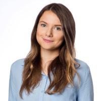 Sie sehen unsere Kollegin und Autorin Rebecca Feucht. Sie ist bei M.I.T e-Solutions GmbH als Strategy Manager - PreSales & Marketing für verschiedene Faktoren in Marketing und Vertrieb zuständig.